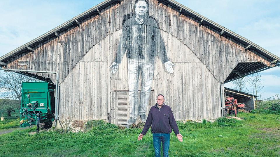 Con las fotos, Varda y JR erigen enormes murales para el recuerdo.