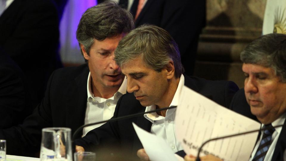 Santiago Bausili al lado de Luis Caputo durante la comparecencia en el Congreso.