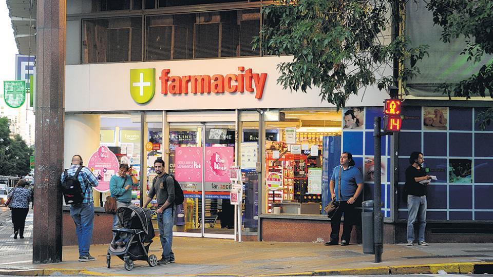 El vicejefe de Gabinete Mario Quintana prometió vender su participación en la cadena Farmacity.