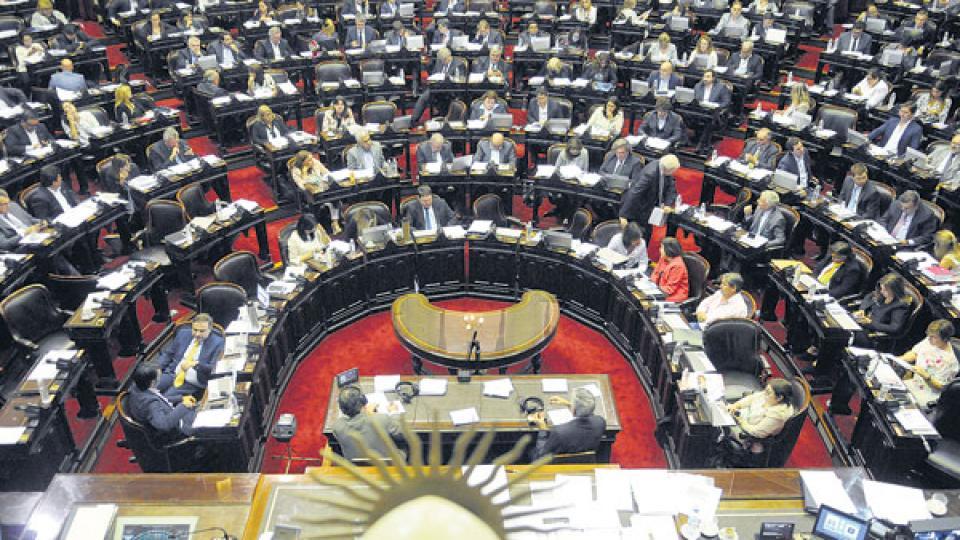 En Diputados y también en el Senado las fuerzas opositoras impulsan propuestas similares.
