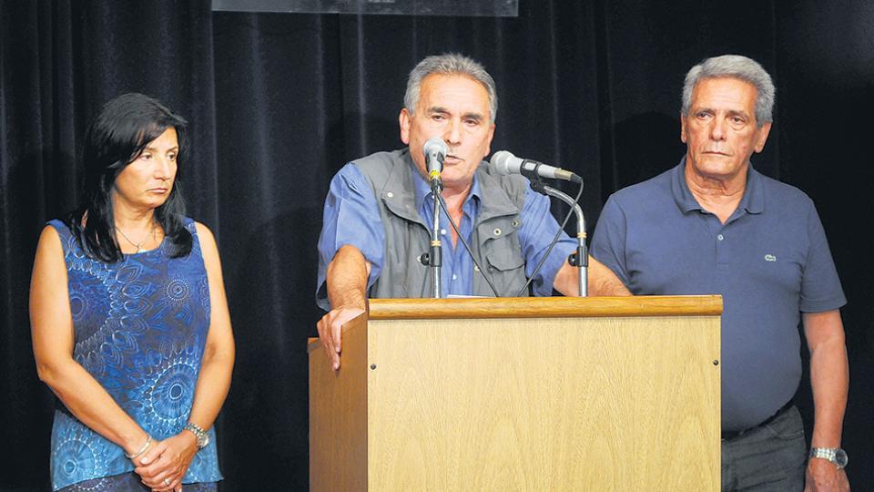 Sandra Maiorana junto a los triunviros Juan Carlos Schmid y Carlos Acuña.