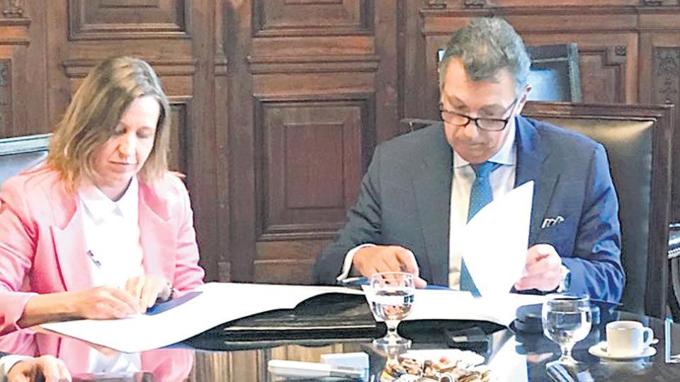 El convenio fue firmado ayer en la Cámara Nacional Electoral por el juez Alberto Dalla Vía y Karina Román, titular de Argentina Debate.