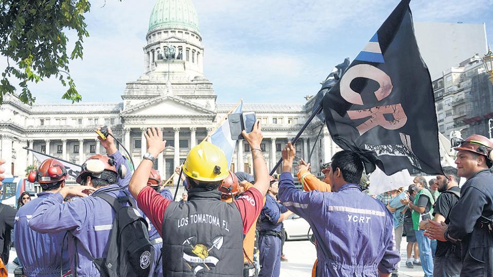 La carpa de los trabajadores permanecerá hasta el viernes en la Plaza del Congreso.