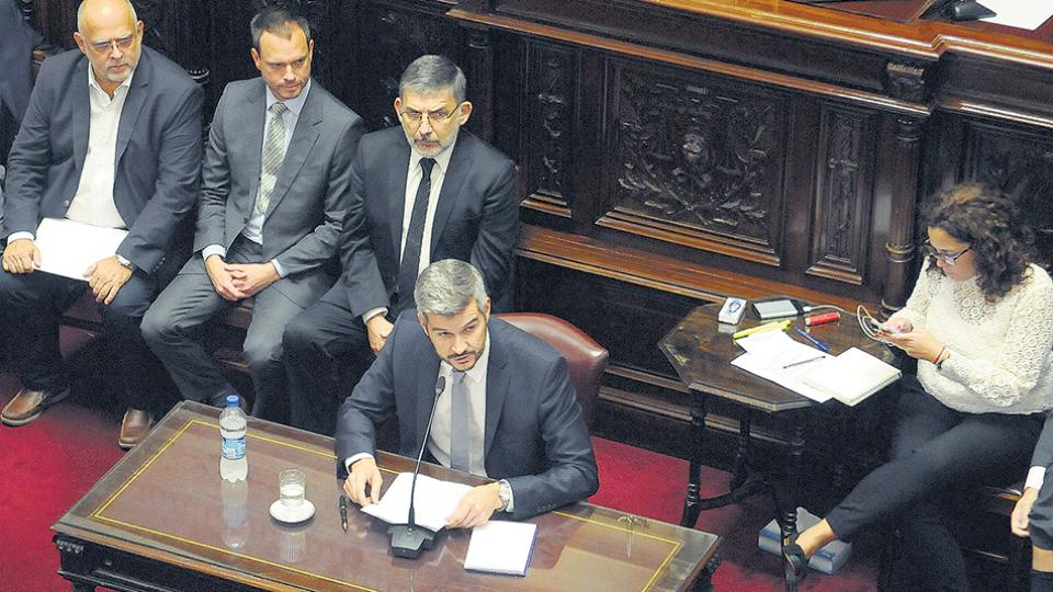 El jefe de Gabinete, Marcos Peña, defendió el aumento de tarifas ante los senadores.