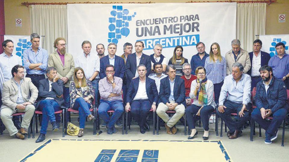 Los dirigentes que participaron del Encuentro para una Mejor Argentina, donde no hubo público.