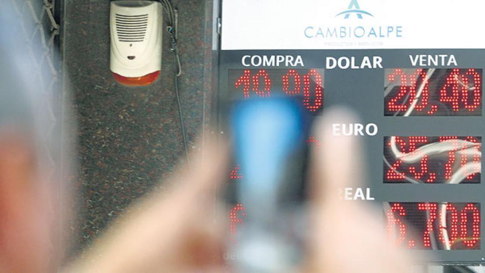 El Banco Central intentó justificar la mayor demanda de dólares.