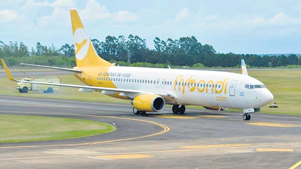 El último fin de semana volvieron a cancelarse operaciones de Flybondi por problemas en la pista.