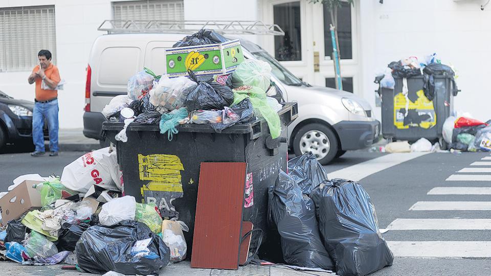 La quema de basura es una práctica que se está abandonando en el resto del mundo porque afecta al medioambiente.