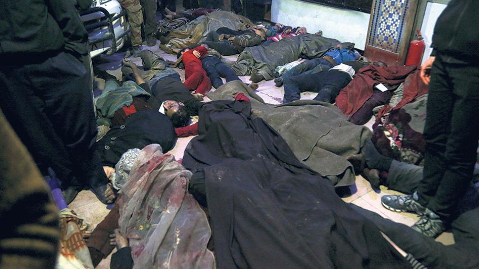 Los Cascos Blancos difundieron fotos tras el presunto ataque con armas químicas en Duma.