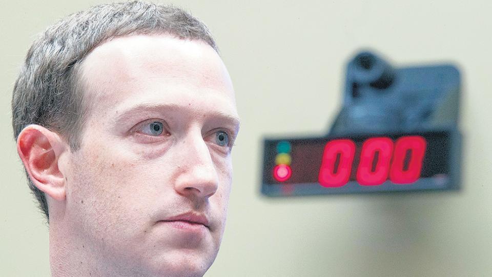 Mark Zuckerberg, fundador de Facebook, debió dar explicaciones ante los congresistas norteamericanos.