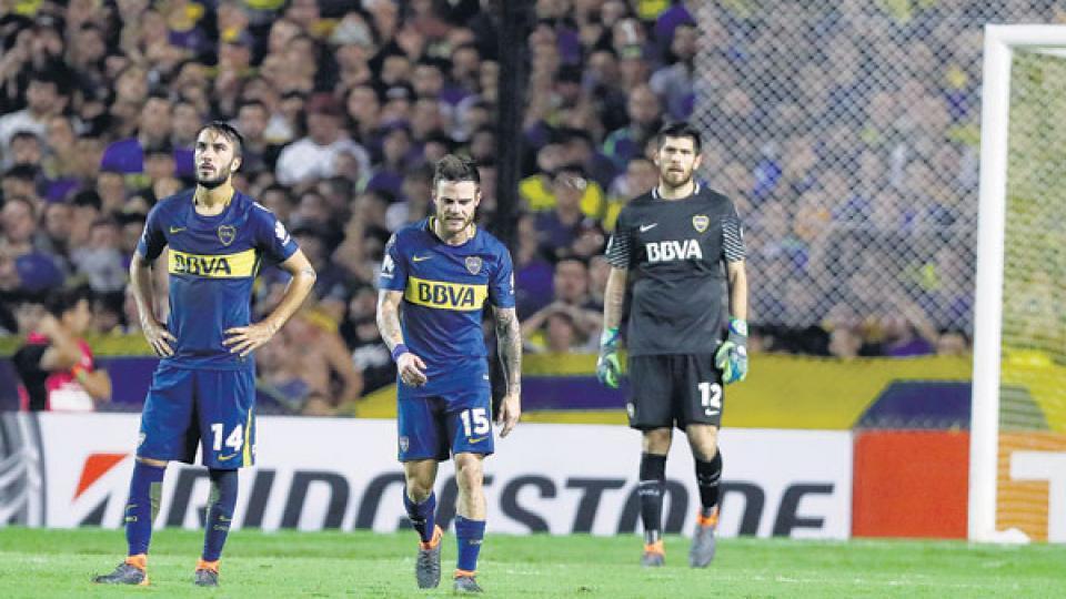 La frustración en las caras de Sebastián Pérez, Nández y Rossi, tras el error en el segundo gol de los brasileños.