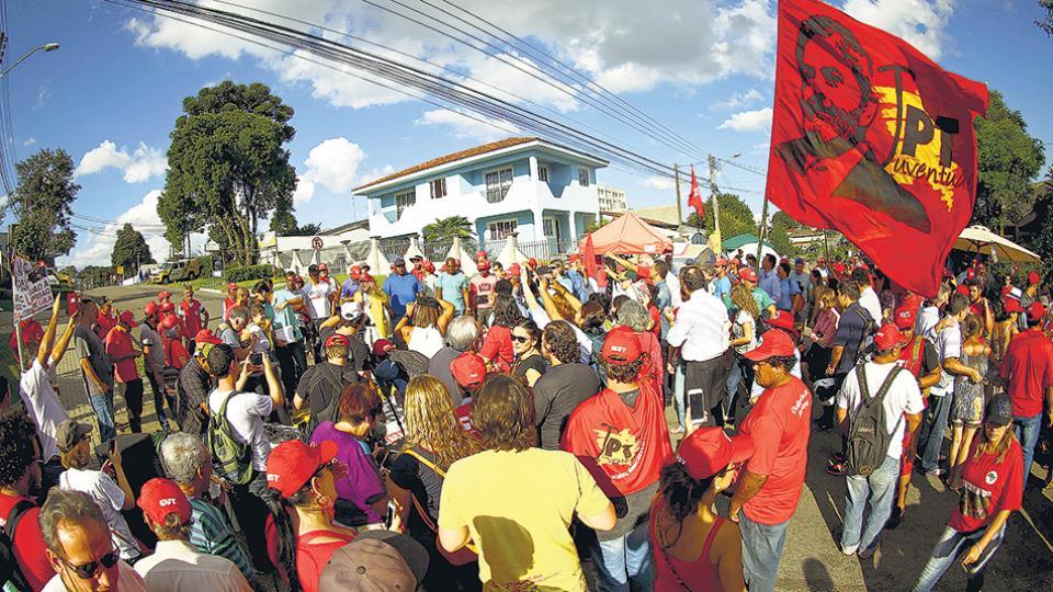Miembros del PT manifestaron la intención de instalar provisoriamente la dirección partidaria en Curitiba.