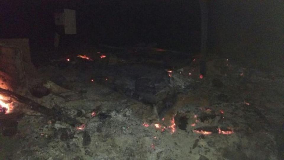 Los restos de la casilla quemada en la Pul Lof en Resistencia de Cushamen