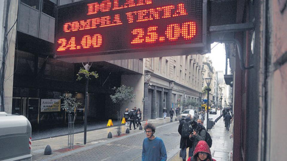 La cotización mayorista del dólar terminó en 24,32 pesos, con un alza de 3 centavos.