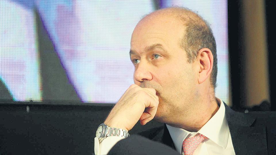 Federico Sturzenegger, presidente del Central, viene subiendo la tasa para frenar la corrida.