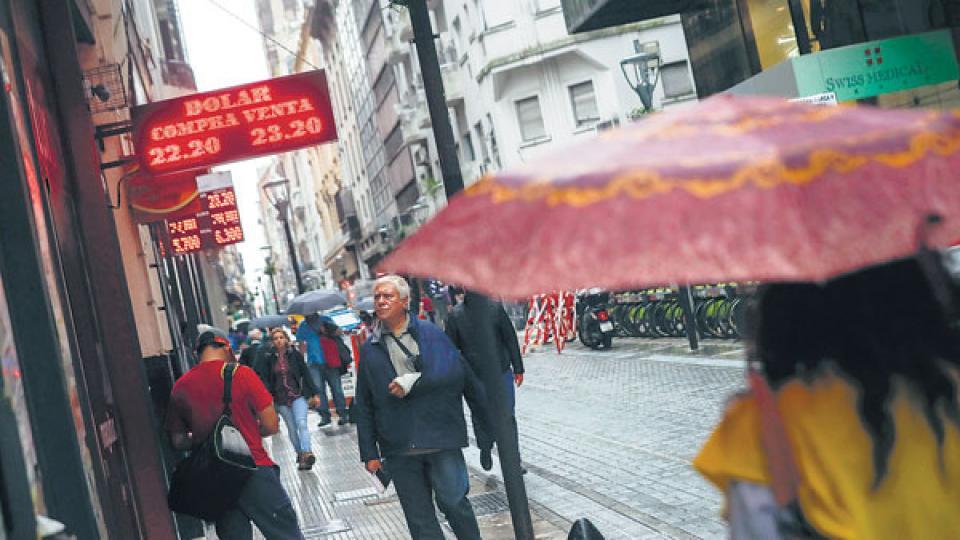 El mercado cambiario está dominado por la expectativa del resultado del megavencimiento de Lebac del martes próximo.
