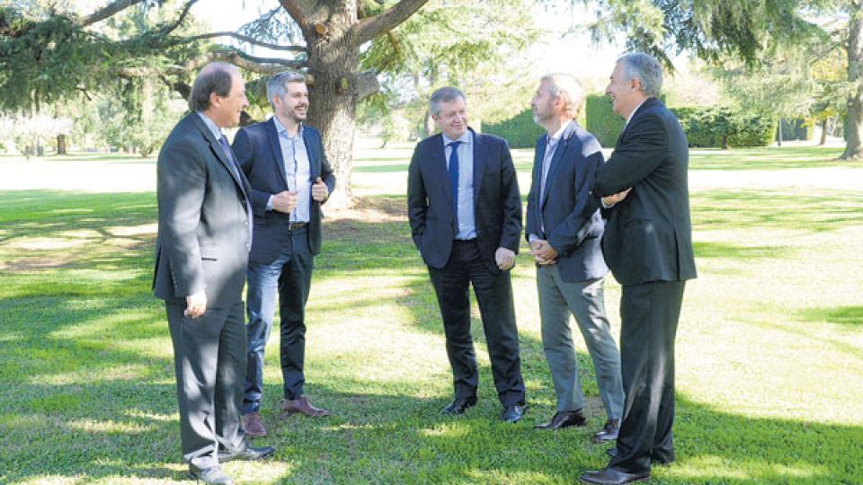 La mesa chica: Ernesto Sanz, Marcos Peña, Emilio Monzó, Rogelio Frigerio y Gerardo Morales.