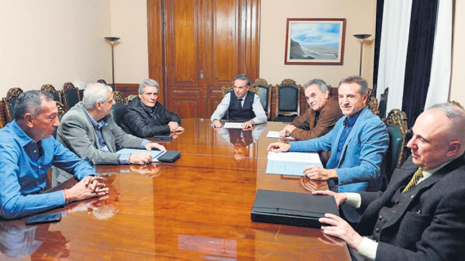 Dirigentes de la CGT se reunieron con el senador Miguel Pichetto por la reforma laboral.