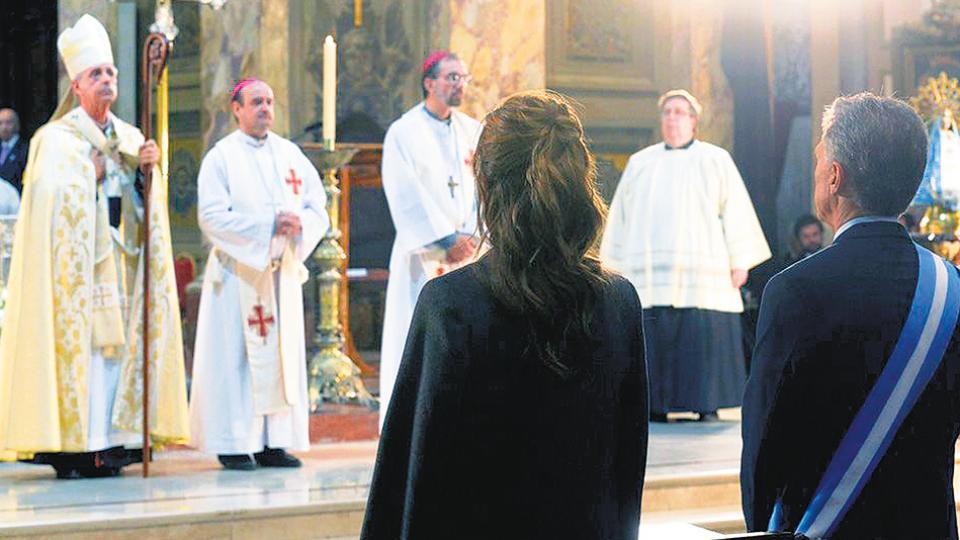 Frente a Macri, el cardenal Poli advirtió sobre la pobreza y criticó la legalización del aborto Un Tedeum con críticas al Gobierno