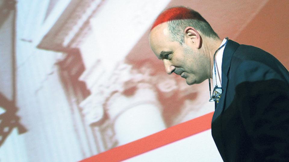 El manejo de la crisis que viene haciendo Federico Sturzenegger también está puesto bajo la lupa.
