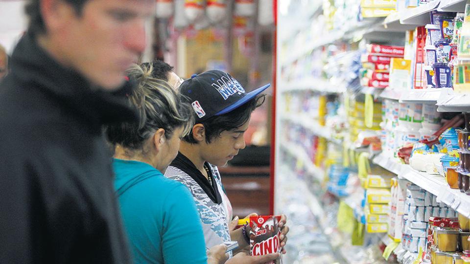 Según el dato de abril de la UMET, la tasa de inflación superó por quinto mes consecutivo el 2 por ciento.