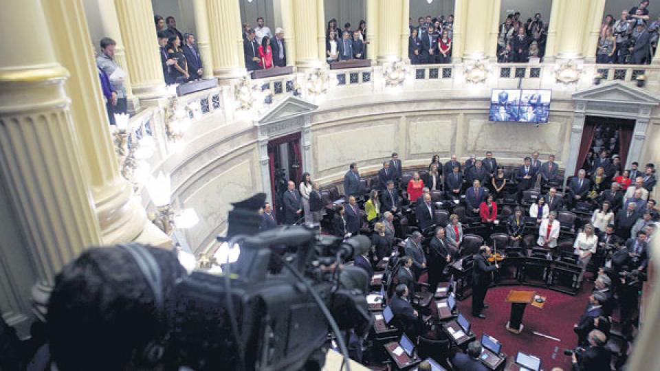 En medio de un clima agitado, la Cámara alta tratará los proyectos sobre tarifas la semana próxima.