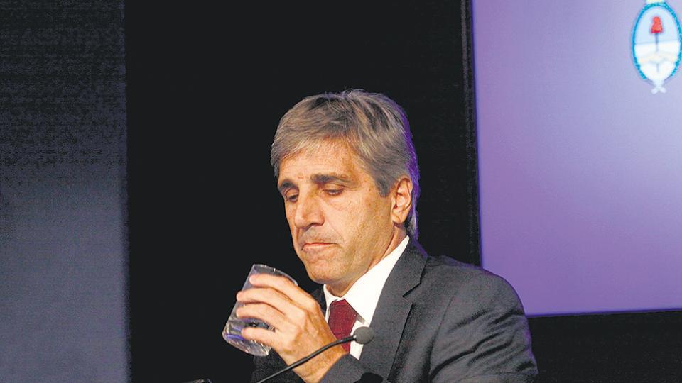 Luis Caputo, ministro de Finanzas, dejó un gran conocimiento en Axis, que siempre juega a ganador.