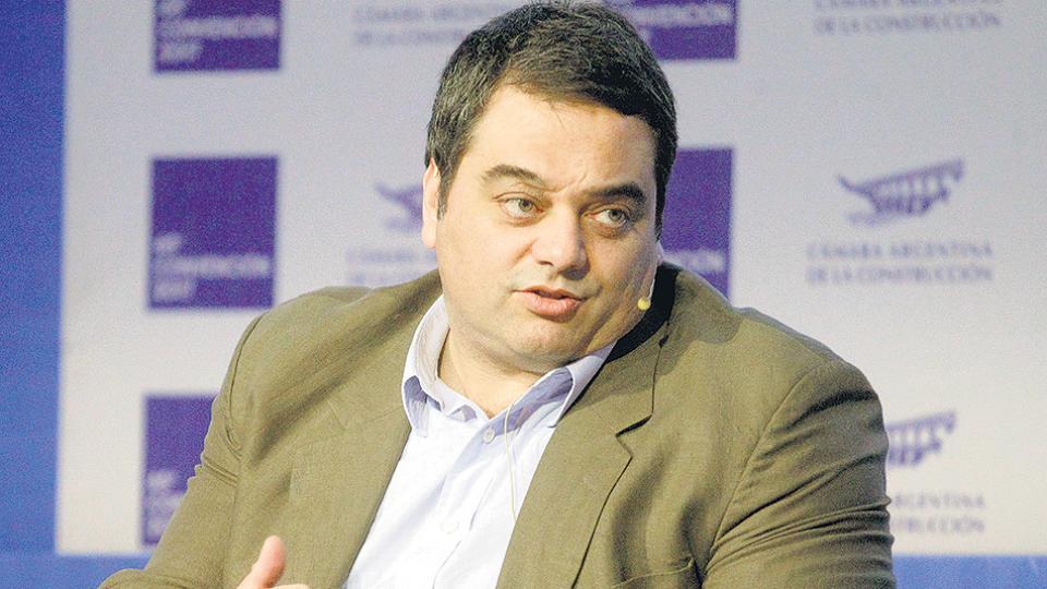 Jorge Triaca, ministro de Trabajo, impulsa la baja de aportes supuestamente para generar empleo.
