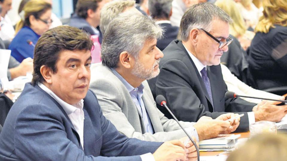 Fernando Espinoza, Daniel Filmus y Carlos Castagneto participaron del debate en las comisiones de la iniciativa.