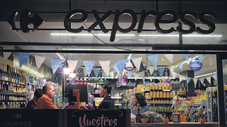 La crisis de Carrefour evidencia los problemas del supermercadismo por la caída del consumo en los últimos dos años.