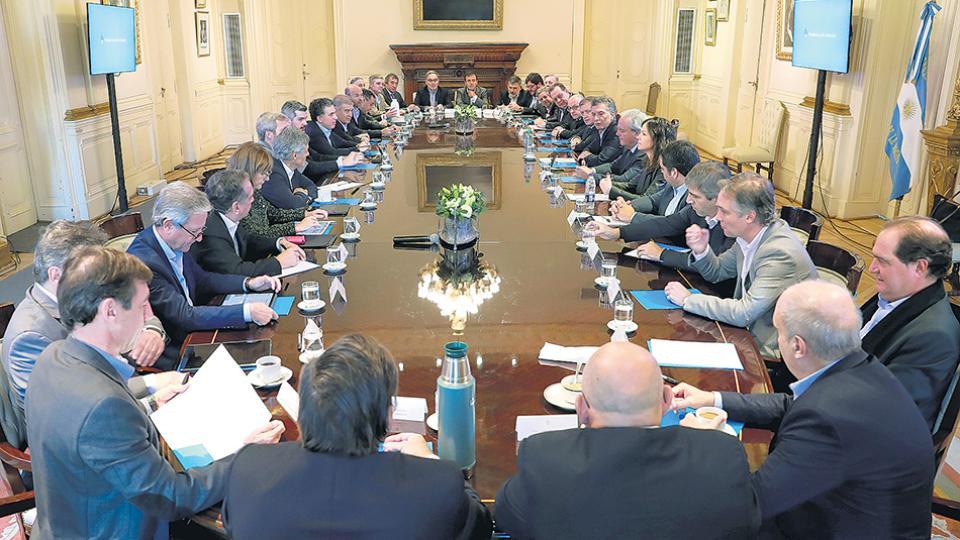 En medio de la crisis económica, el presidente Mauricio Macri realizó ayer una reunión de Gabinete ampliado en la Casa Rosada.