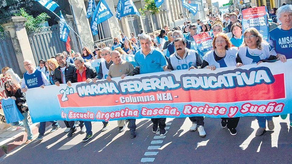 Las medidas de protesta y difusión incluyen movilizaciones, radios abiertas y concentraciones.