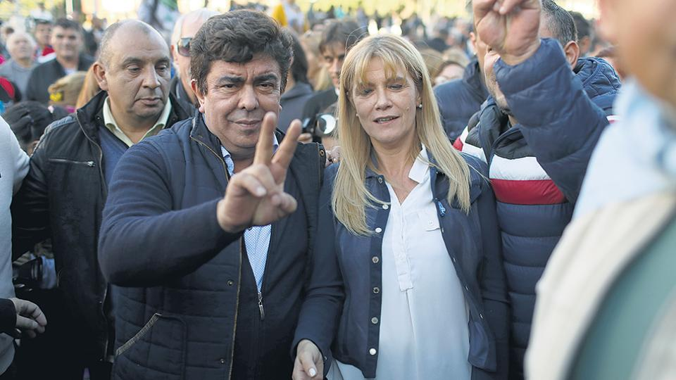 Fernando Espinoza y Verónica Magario participaron ayer de la movilización a Plaza de Mayo.