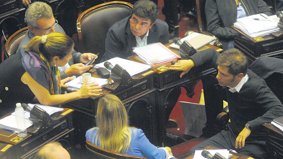 La oposición volverá a la carga mañana en su intento de darle media sanción al proyecto contra el tarifazo.
