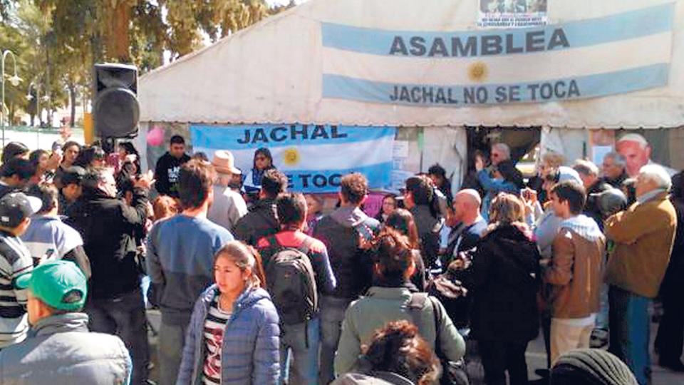 La mina de oro Veladero produce, según los informes, el envenenamiento de la cuenca del río Jáchal.