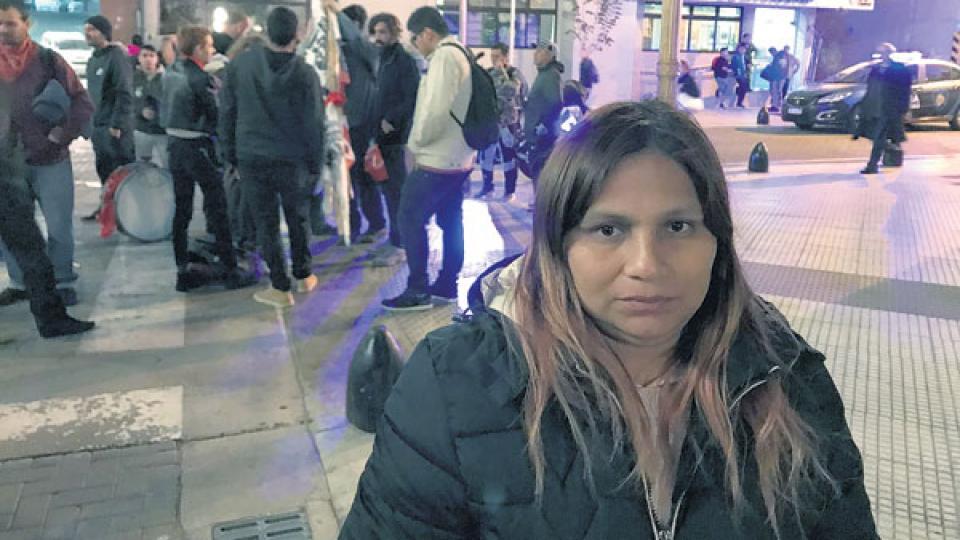 Ema, la madre de Ramiro, el joven herido, dijo que su hijo no estaba armado y pide justicia.