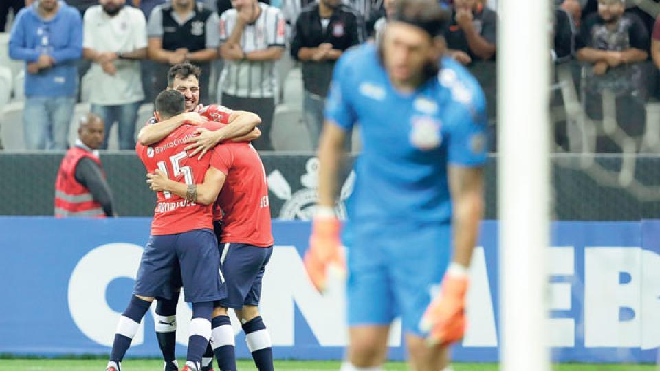 El Rojo festeja el gol de Benítez, cuando iban menos de dos minutos.