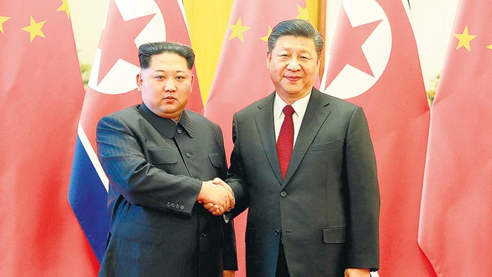 El líder norcoreano Kim Jong-un visitó al presidente chino, Xi Jinping, en marzo de este año.