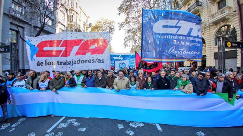 La marcha congrega a miles de personas.