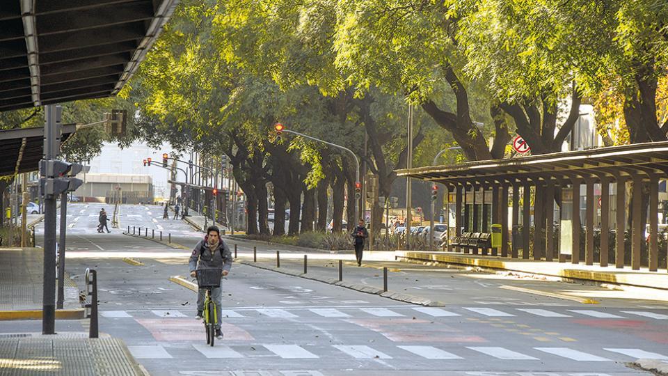 El paro general tuvo un alto acatamiento en las principales ciudades del país, que se expresó con calles vacías y negocios cerrados.