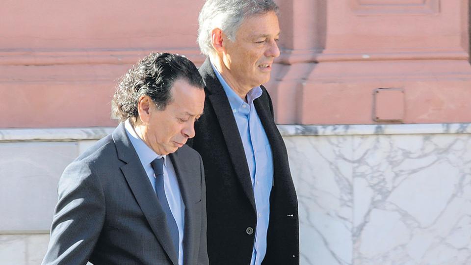 Dante Sica y su predecesor, Francisco Cabrera, mantuvieron ayer una reunión con Macri.