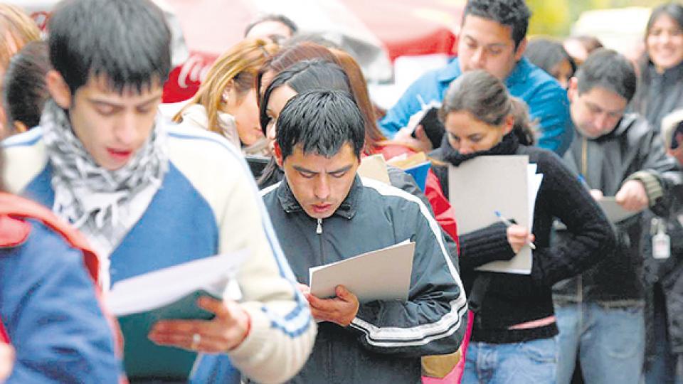 Los jóvenes siguen siendo los más afectados por el nivel de desempleo y de precariedad laboral.