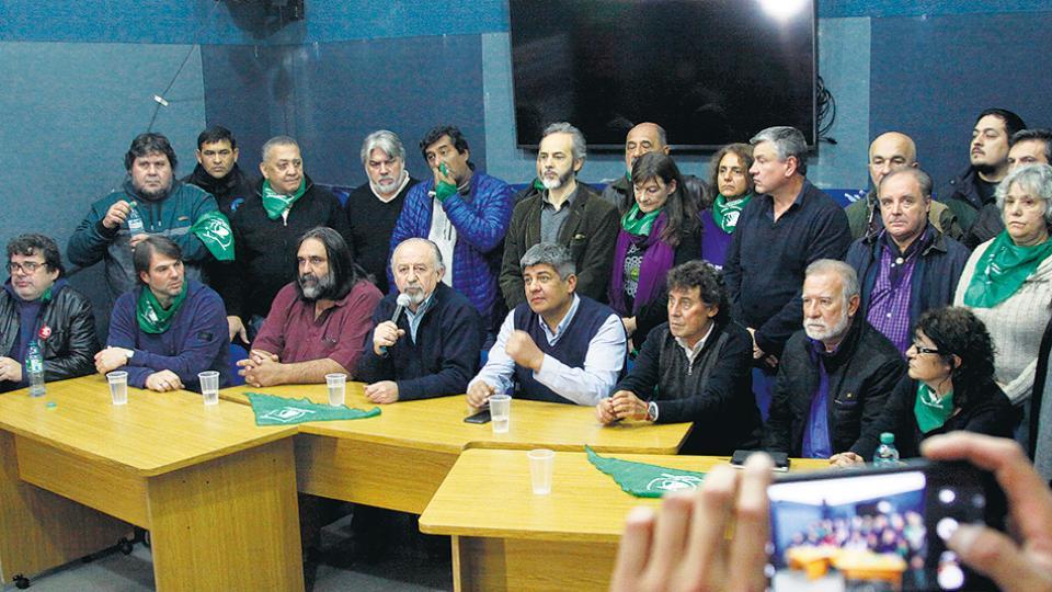 Hugo Yasky, Pablo Moyano y Pablo Micheli encabezaron la presentación de la medida de mañana.