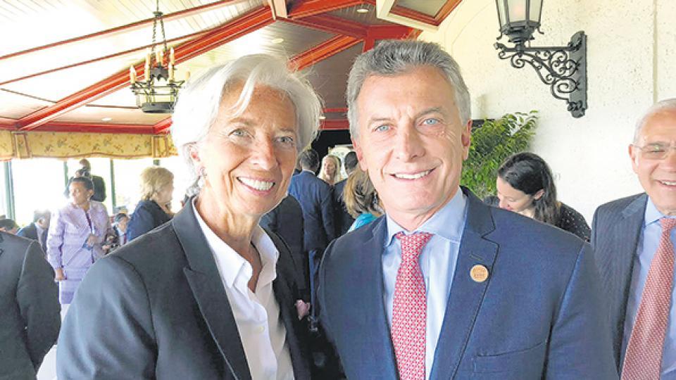 Mauricio Macri junto a la titular del FMI, Christine Lagarde, en la reciente cumbre del G7.