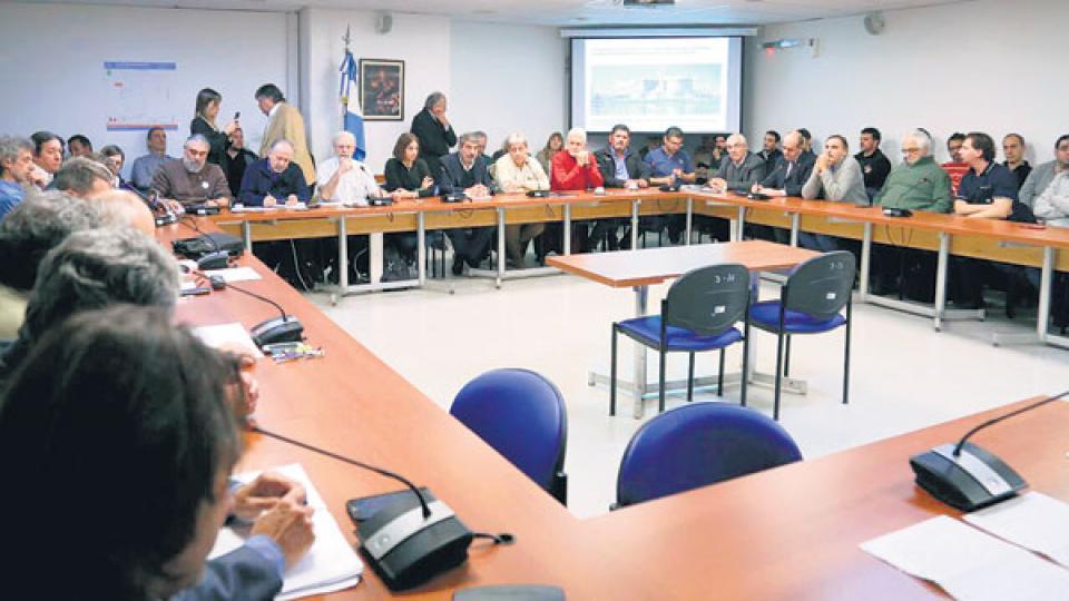 El encuentro con los trabajadores de la industria nuclear se realizó en el anexo del Congreso.