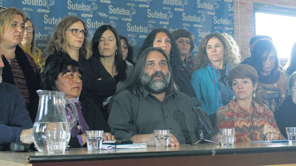 """""""Hace 48 días que no nos convocan"""", explicó el titular de Suteba, Roberto Baradel."""