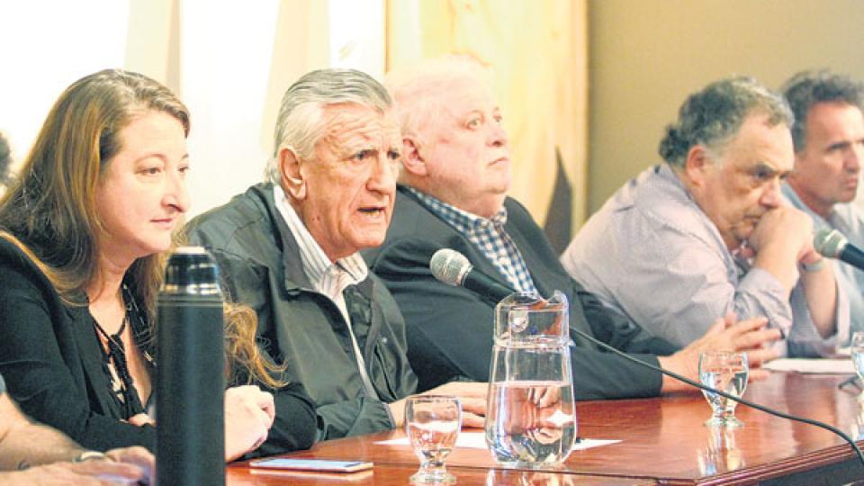 El titular del PJ, José Luis Gioja, buscará respaldo en Ferro.