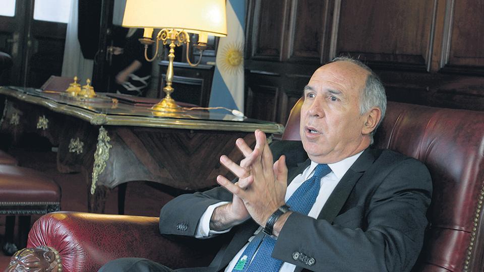 El presidente de la Corte Suprema, Ricardo Lorenzetti, mantiene un largo enfrentamiento con Elisa Carrió.