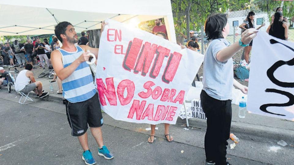 Los trabajadores del INTI marcaron la contradicción entre los despidos y los gastos de la gestión.