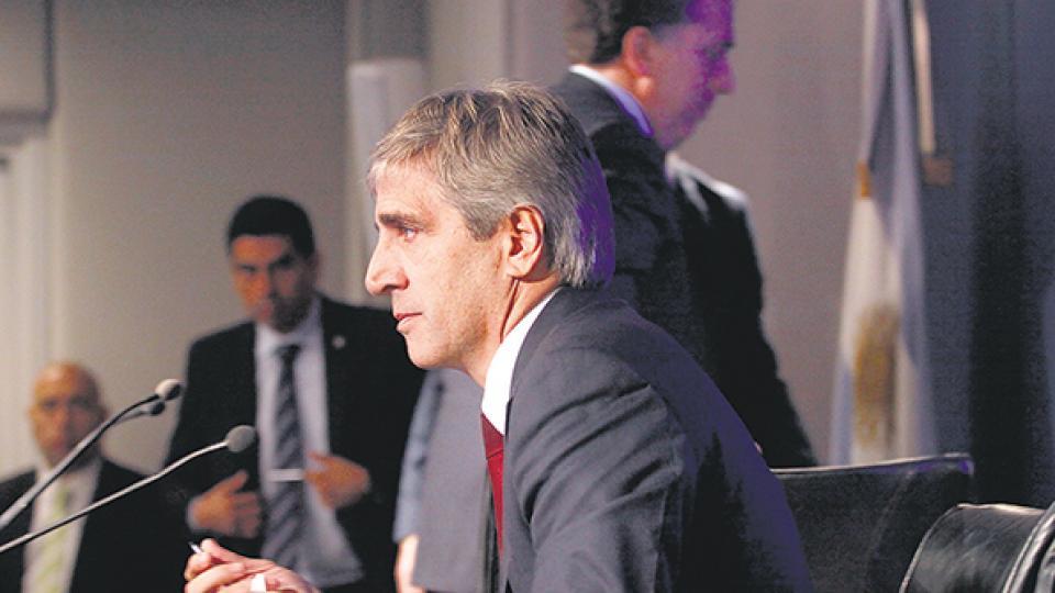 El ministro de Finanzas, Luis Caputo, será el encargado de administrar los dólares del FMI para calmar el mercado cambiario.